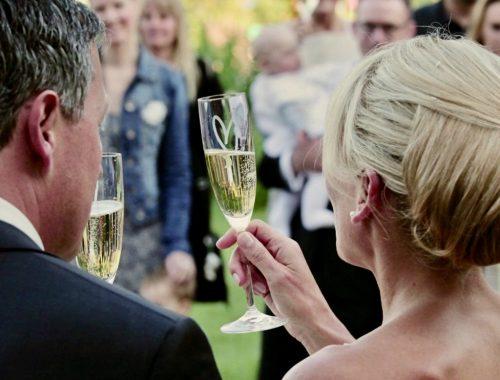 Hochzeitsgäste begrüßen